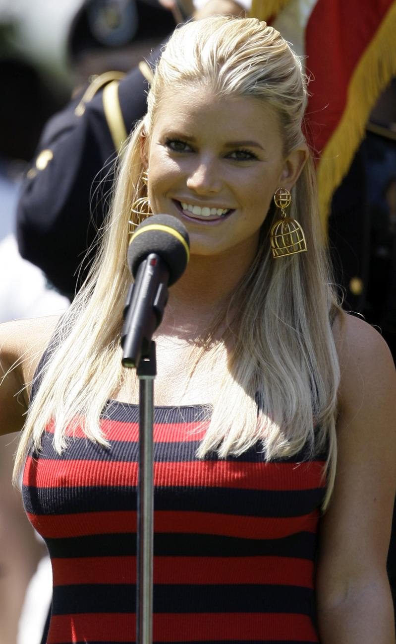 images Fat jessica simpson is sexy says wrong kim kardashian