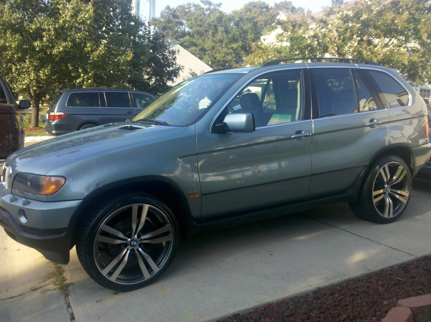 Bmw X5 On 22 Quot Staggered X6m Style Wheels Sweet Xoutpost Com