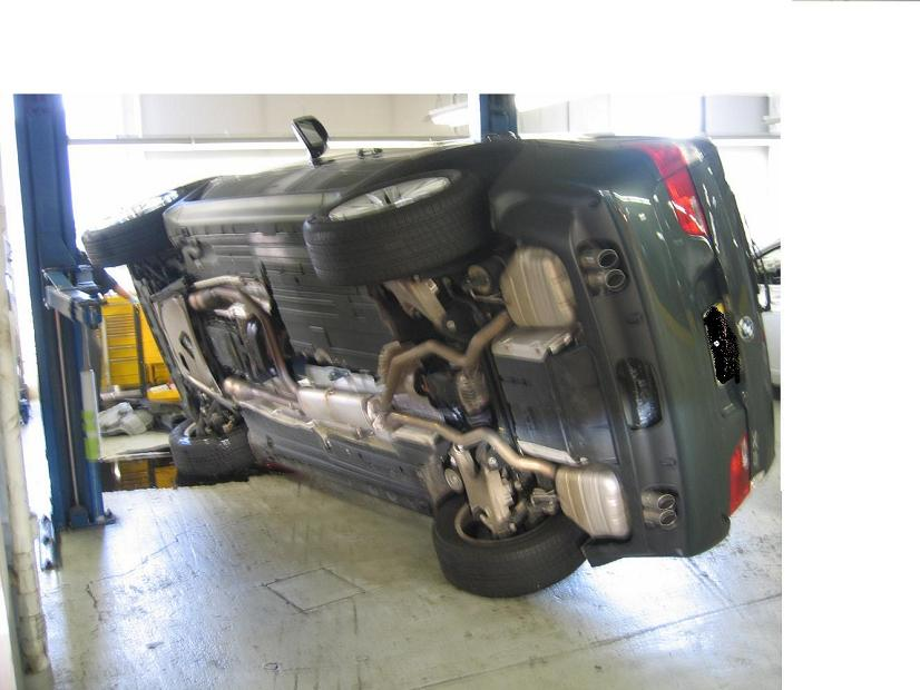 Holy Crap Someone S X5 Fell Off A Car Lift Pics Inside