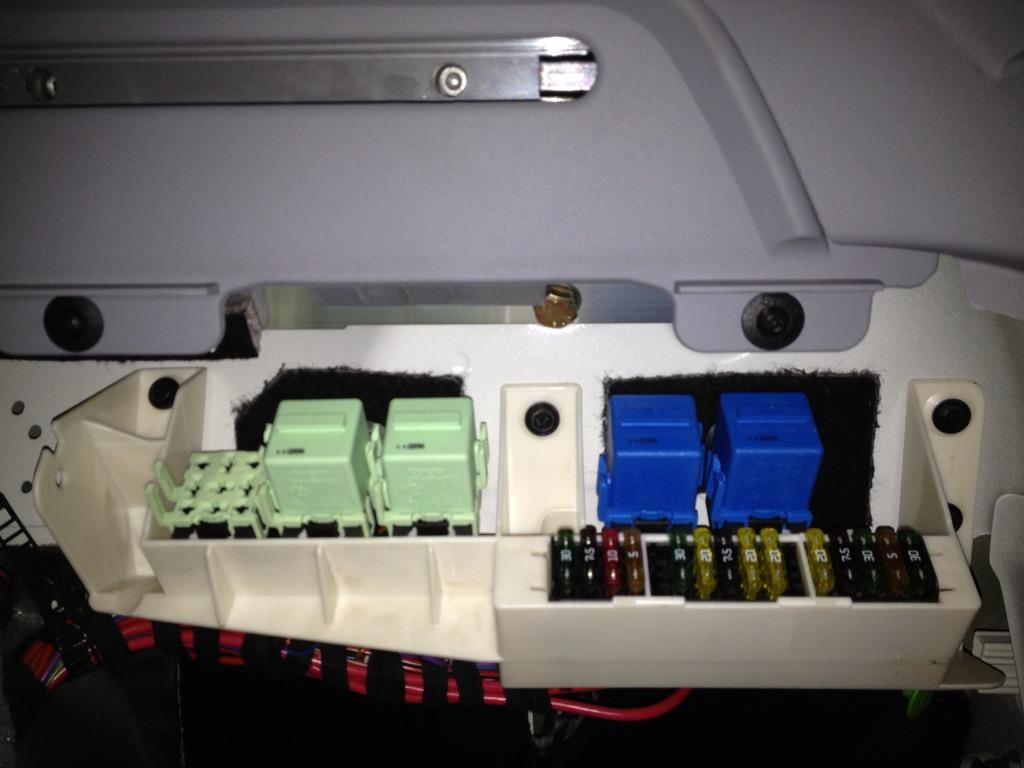 my trunk light won't turn off - Xoutpost com