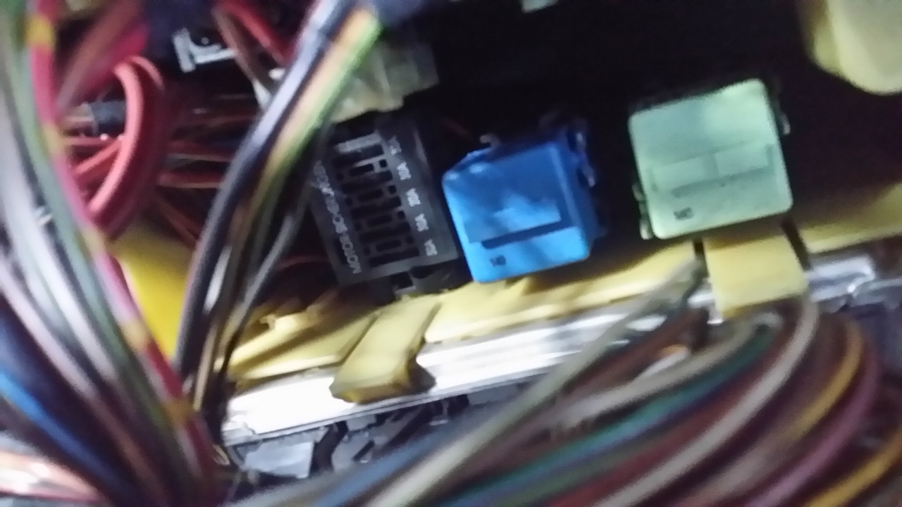 D X Engine Bay Fuse Box