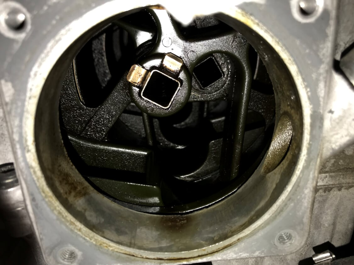 Oil film in intake manifold - Xoutpost com
